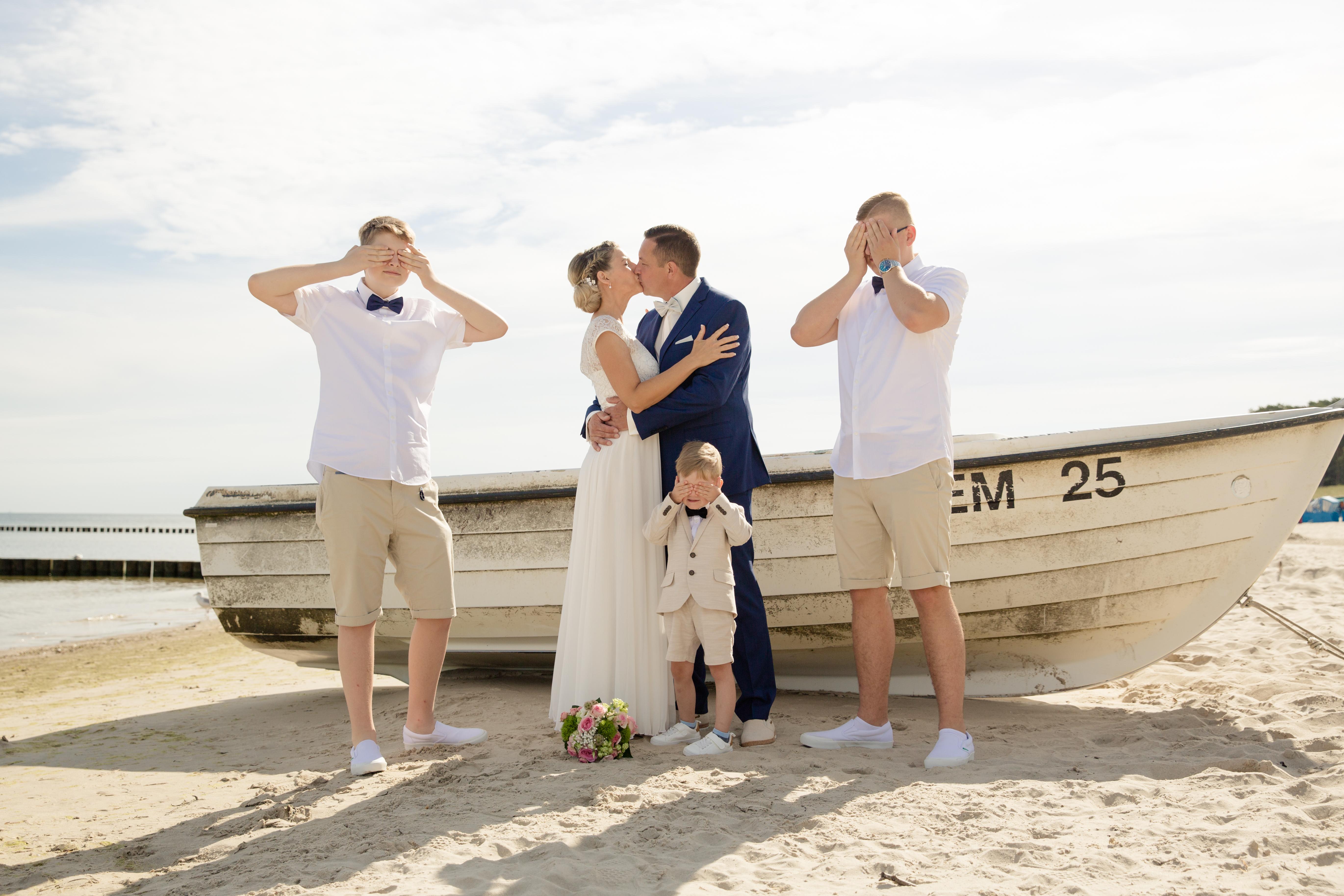 Romantische Hochzeitsfotos am Strand trotz Hochsaison